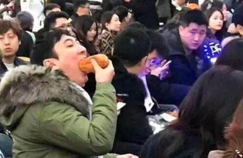 """商业天才!王思聪""""吃热狗""""表情已申请专利"""